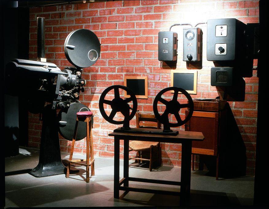 Cabina de proyección de sala de cine, Proyector Ossa VI, Maquinaria Cinematográfica SA, Barcelona, 1940-1948