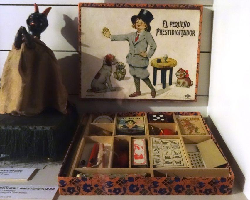 El pequeño prestidigitador, caja de magia fabricada en Alemania en 1930. Perteneció a Brossa de pequeño. Foto: © MJC