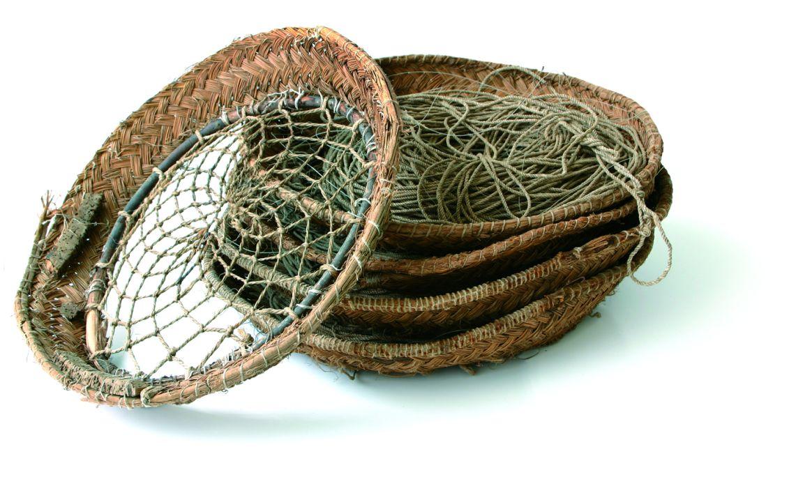 Cestas de palangre de mimbre, corcho, madera y cordel