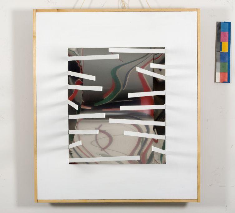 Espai 7, 1967, acier, laminé, bois, bois mobile peint et miroirs convergents, 103 × 88,5 × 17,5cm