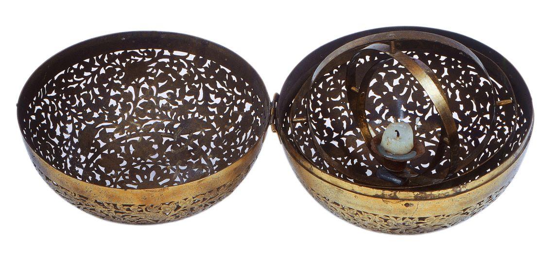 Esfera de metall perforada, Xina, segles XVIII-XIX