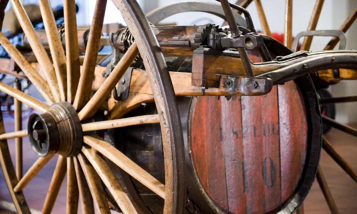 Chariot basculant (binard), seconde moitié du XIXè siècle, 360 × 192 × 167 cm.