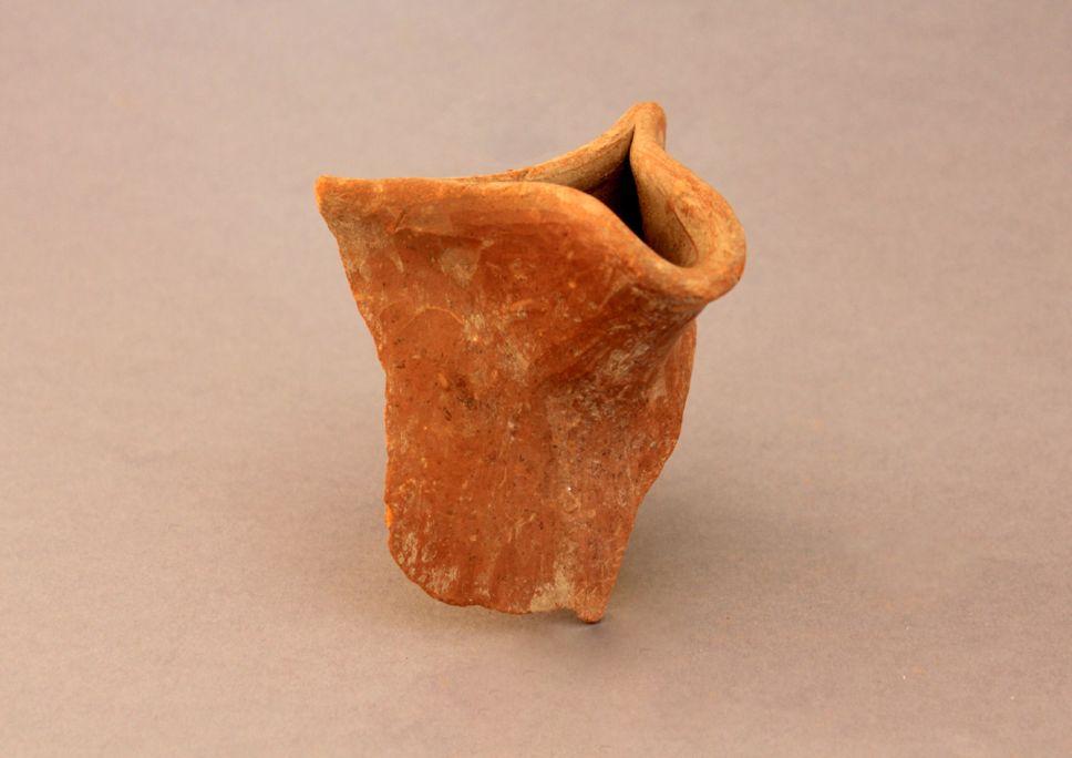 Fragment d'una sitra amb un espatulat característic del període altmedieval