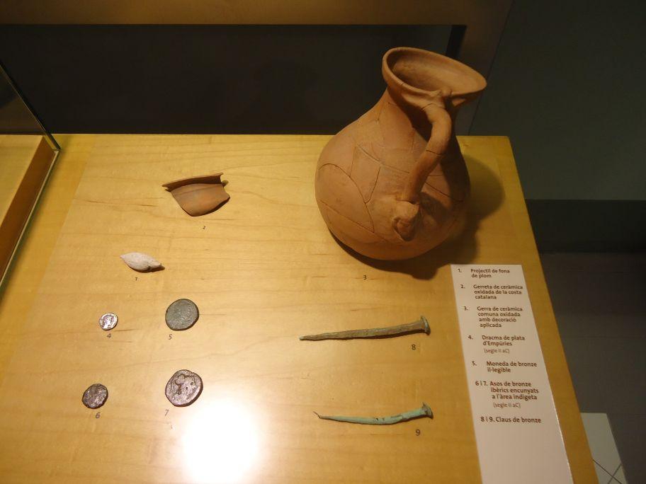 Diversos objectes procedents de les excavacions portades a terme al turó Rodó