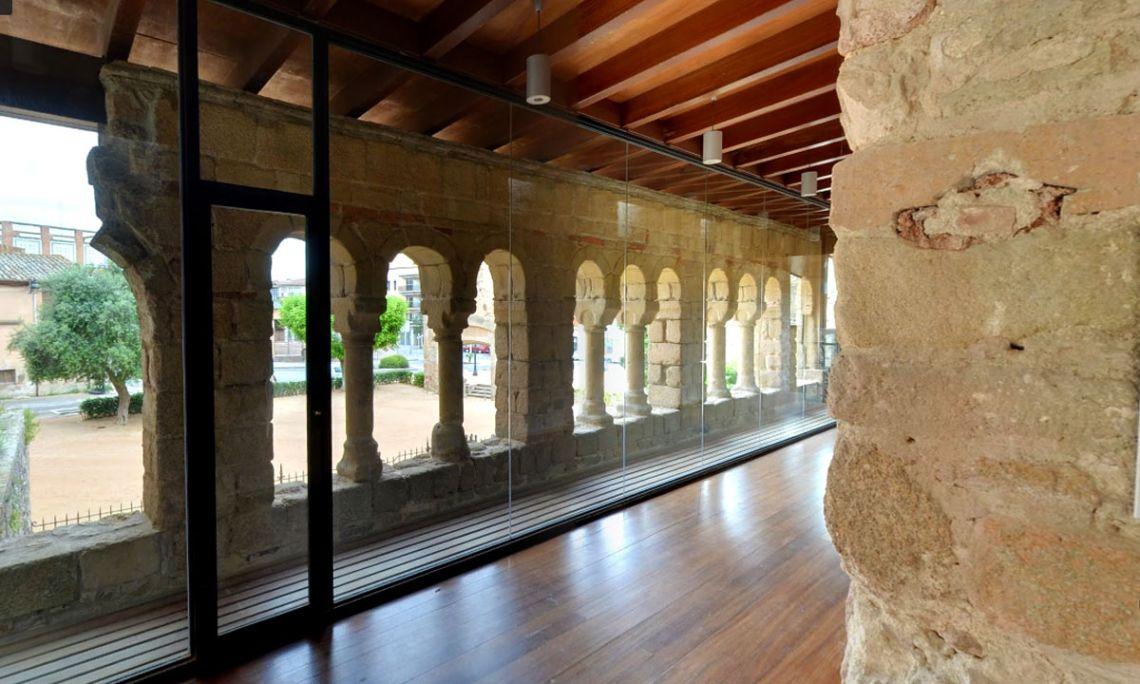 Connexió de la torre del Corn amb la torre del Fum a través de la galeria superior de la Porta Ferrada