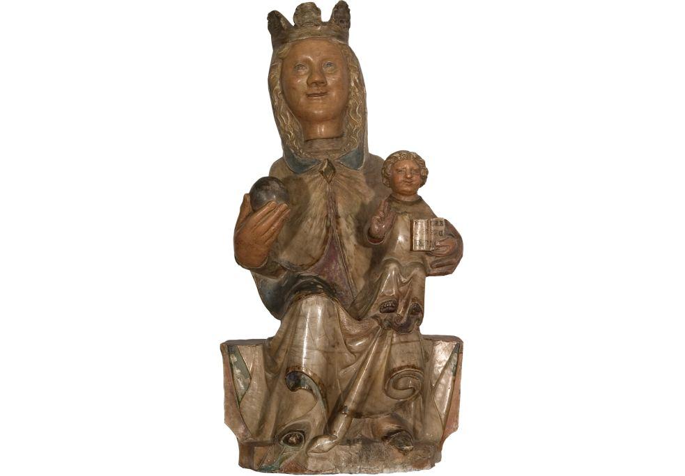 Marededéu de Palera,première moitié du XVe siècle. Albâtre polychrome,75×39×24cm. Església parroquial de Santa Maria, Palera. Museu d'Art de Girona - Fons Bisbat de Girona.