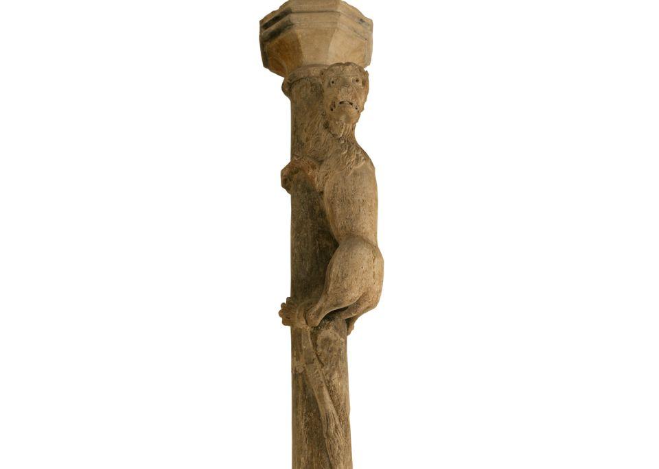 La lleona, segona meitat del segle XIII - finals segle XIV. Pedra de Girona,372×46×38cm. Carrer dels Calderers, Girona. Museu d'Srt de Girona - Fons d'Art Diputació de Girona.
