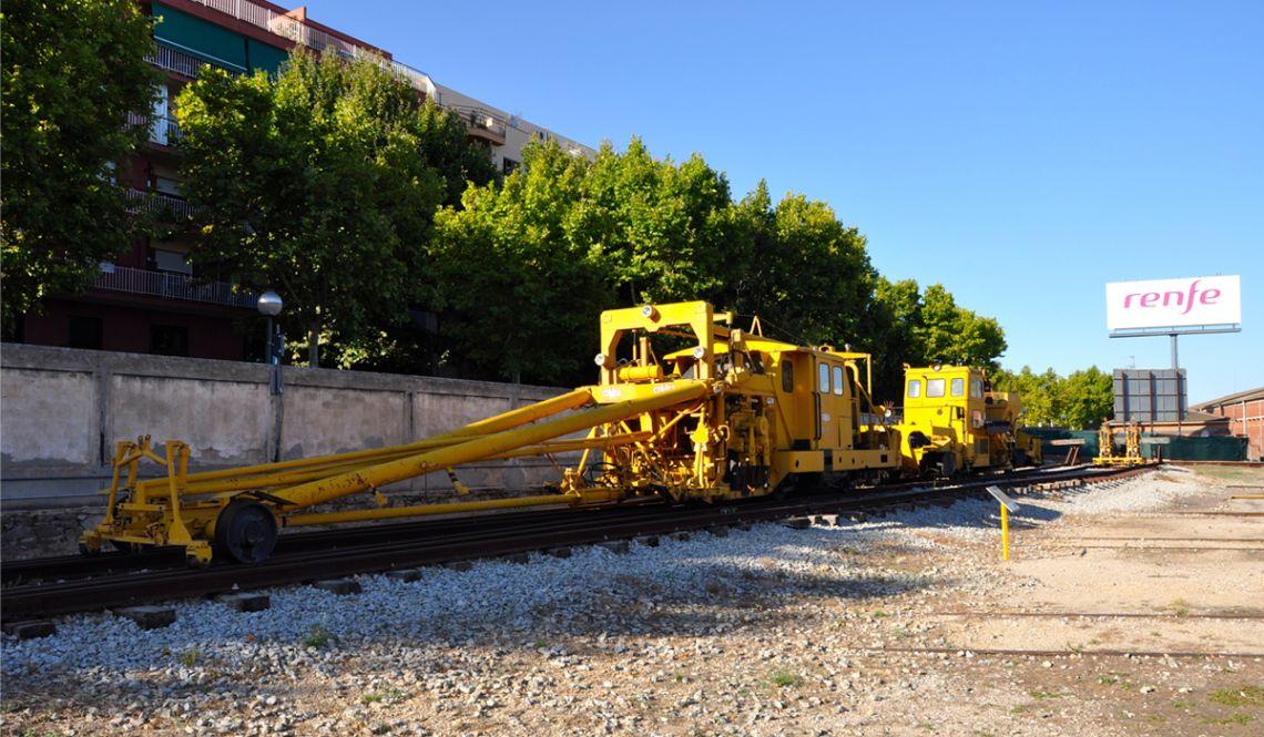 Vue des machines de construction ferroviaire exposées au musée