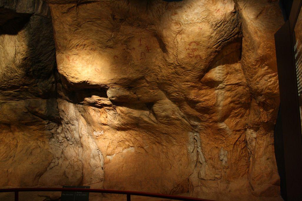 Grup de figures del primer descobriment d'art rupestre del territori català (Portell de les Lletres).