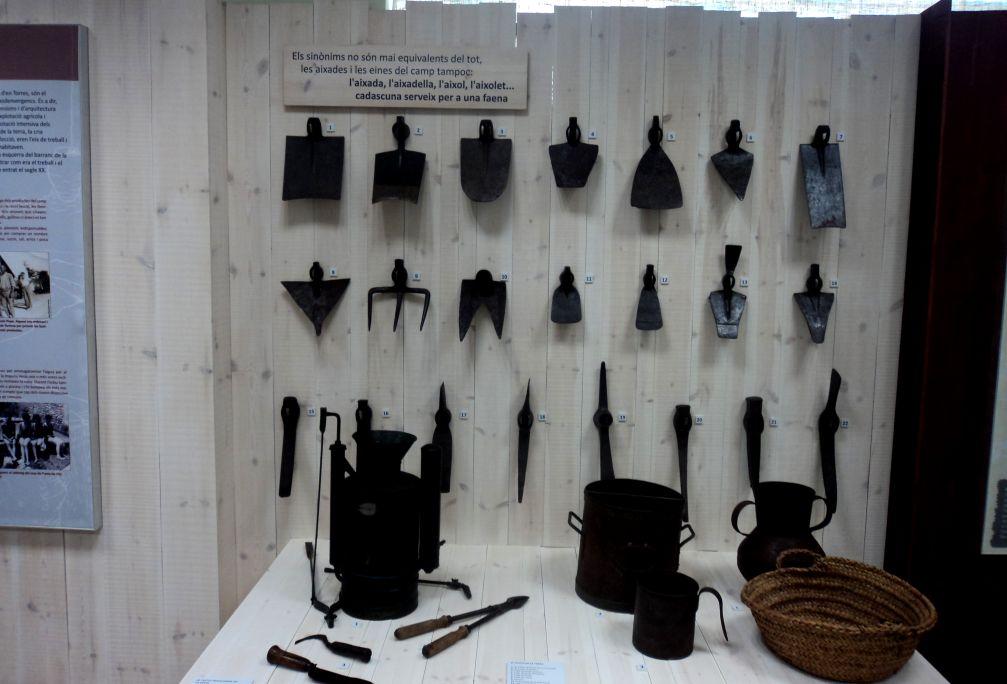 Ensemble d'objets servant à la chasse exposés au Centre d'Interprétation Viure al Poble de Masdenverge.