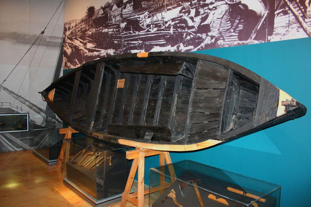 Aquesta pontona va ser construïda a Miravet per Manuel Borrell, el darrer calafat de l'Ebre.