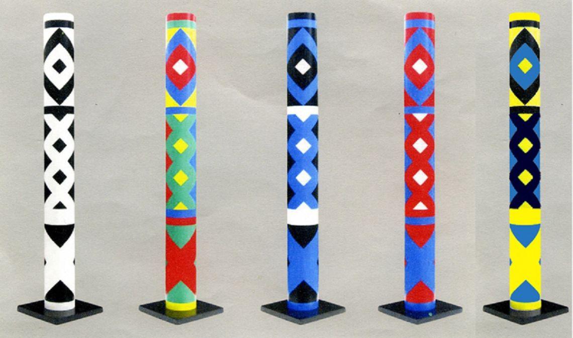 5 cylindres polychromes, Guy de Rougemont, 2000, PVC lacat