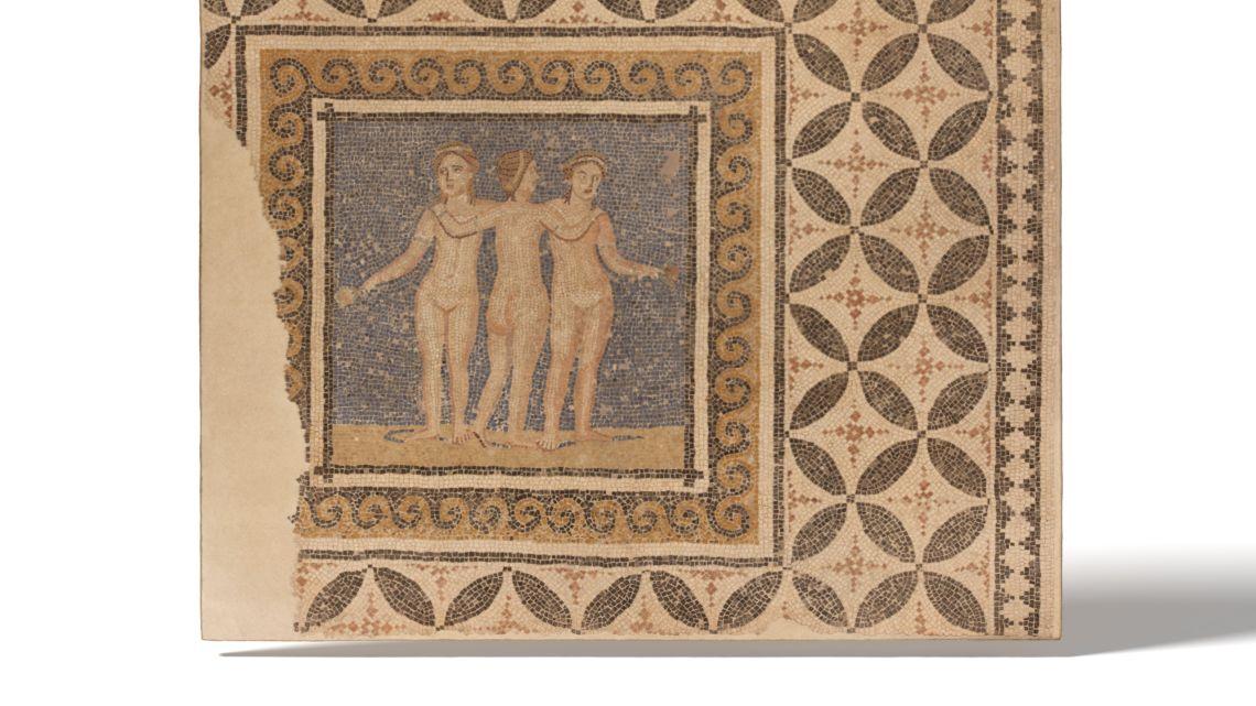 El mosaic de les tres Gràcies, procedent de l'antic convent de l'Ensenyança (Barcelona) està datat entre els segle III-IV dC.