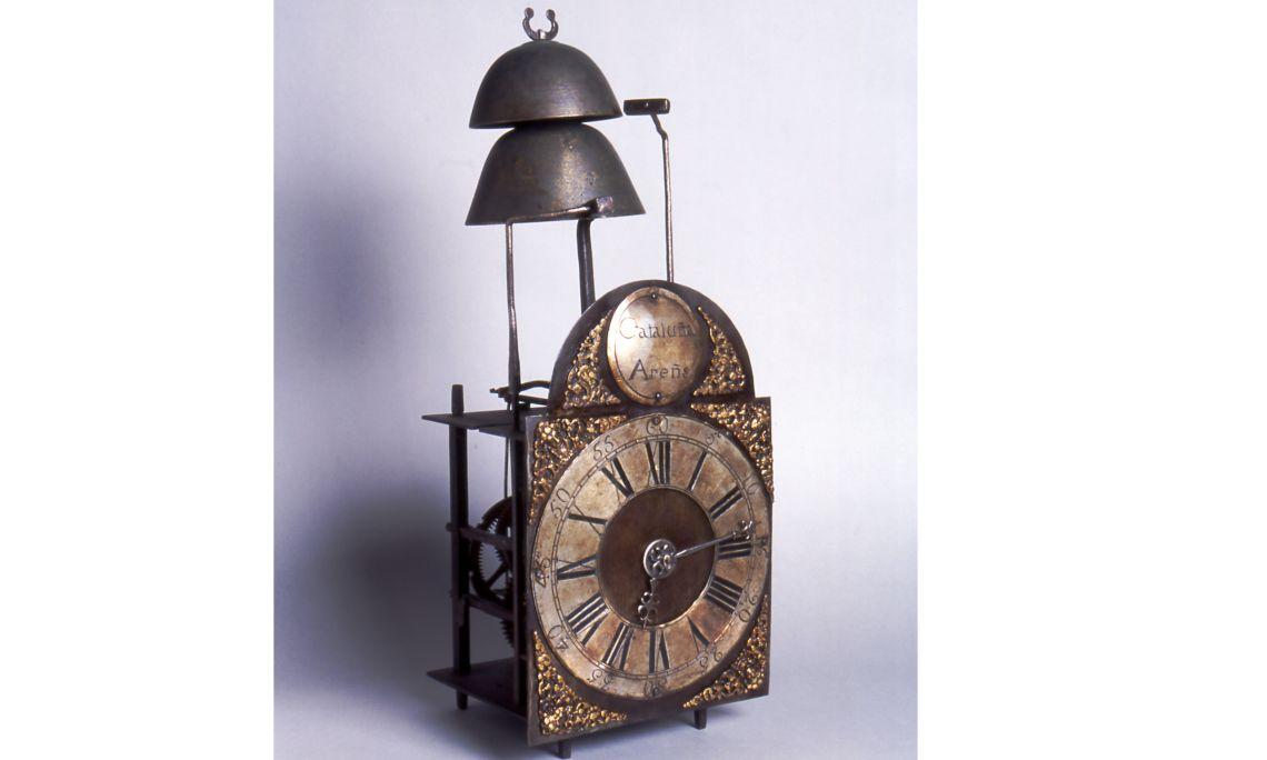 Rellotge, taller de Feliu Roca i Catà (1720-1792) i Francesc Roca i Tolrà (1748-1807), darrer quart del segle XVIII, Arenys de Munt, ferro forjat, fosa de llautó i peltre. Col·l. Dr. Jesús Pérez-Rosales