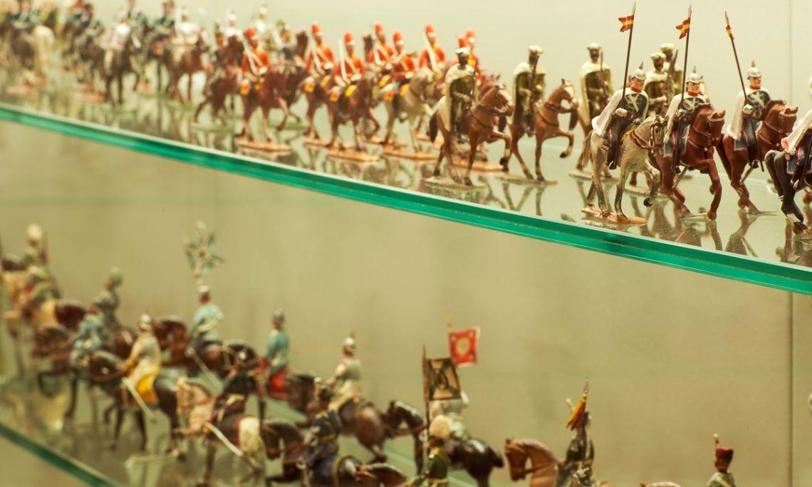 La col·lecció de soldadets de plom ocupa un espai propi dins el conjunt de joguines i entreteniments del museu. ©Museu Frederic Marès. Foto: Guillem F-H