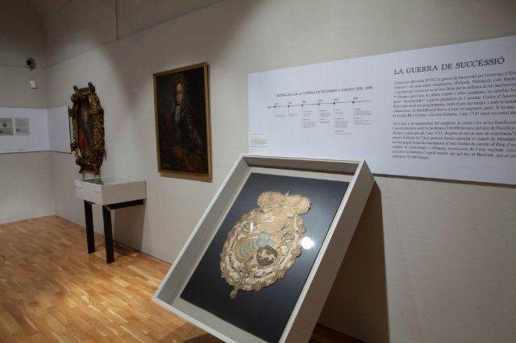 Escut imperial, segle XVIII, brodat. Martí Artalejo