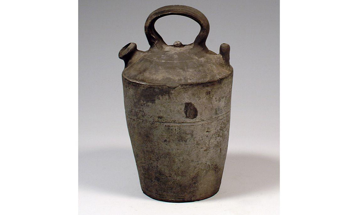 Càntir de tap (silló vigatà), primera meitat del segleXX, 21×15,5cm, Verdú (Urgell)