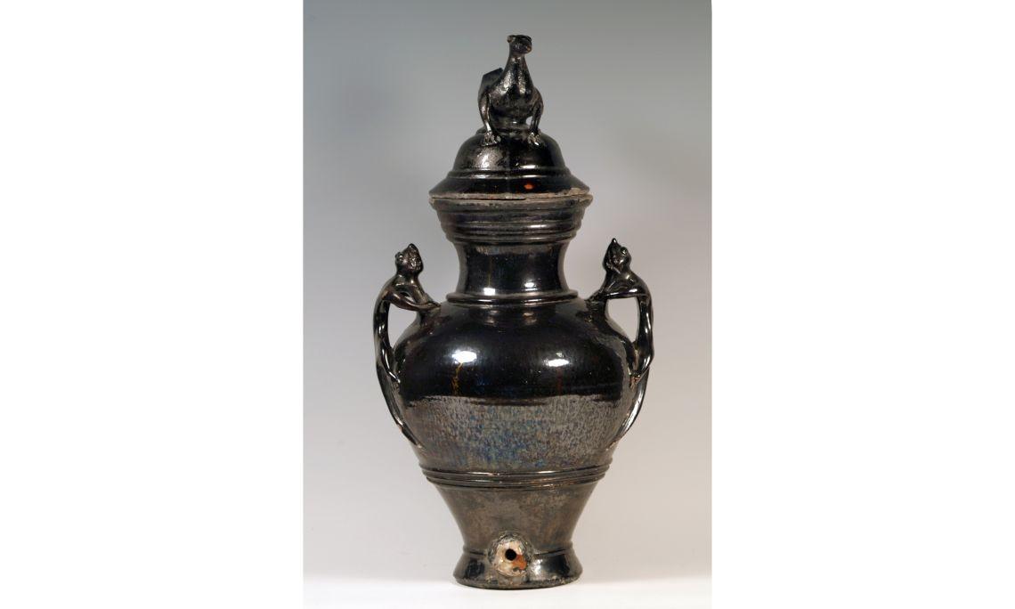 Gerra d'aiguamans, segleXVIII, 63×24cm, Olot (?) (Garrotxa). Dipòsit Museu de Ceràmica de Barcelona