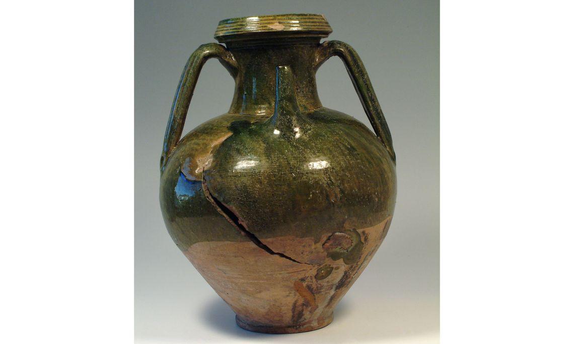 Cànter amb broc, principis del segleXV, 45,5×37cm, Barcelona. Dipòsit Museu de Ceràmica de Barcelona