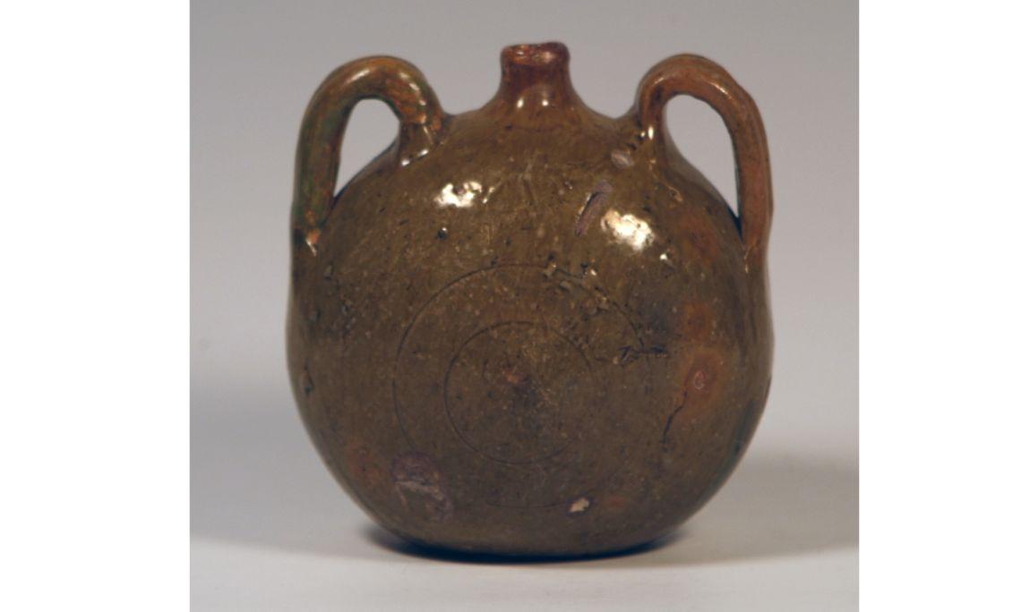 Cantimplora, seglesXV-XVII, 20×6,5cm, Barcelona (voltes de l'Hospital de la Santa Creu)