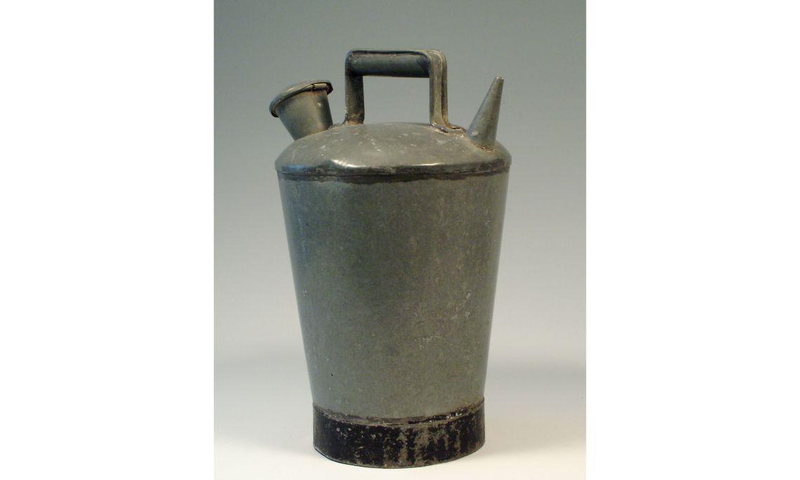 Càntir de metall, primera meitat del segleXX, 36,2×27cm, Catalunya