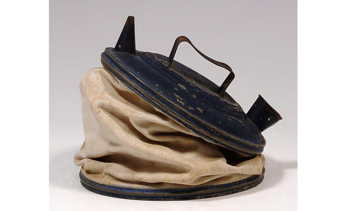 Càntir de metall, primera meitat del segleXX, 25×16cm, Catalunya