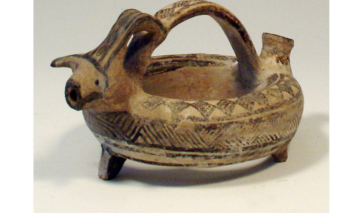 Asc (del grec askos) anular, edat del bronze mitjà (1500-1200aC), 10×19cm, Xipre