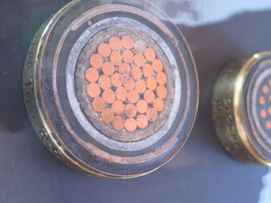 Cables submarins de diferents voltatges de l'empresa Pirelli & Co.