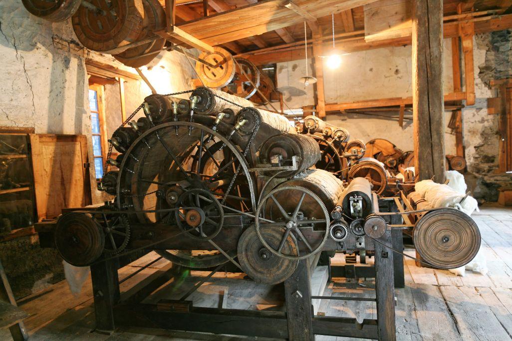 Le pignon intermédiaire était l'embrayage qui permettait de déconnecter la machine lorsque l'arbre de transmission fonctionnait