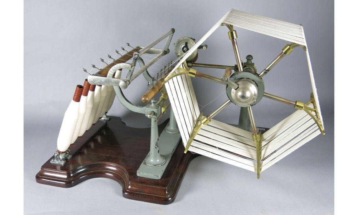 La machine Aspi pour faire des analyses vers 1950-1960 Originaire de l'entreprise DB Apparel Spain, S.L. (Mataró) Photo: Musée de Mataró