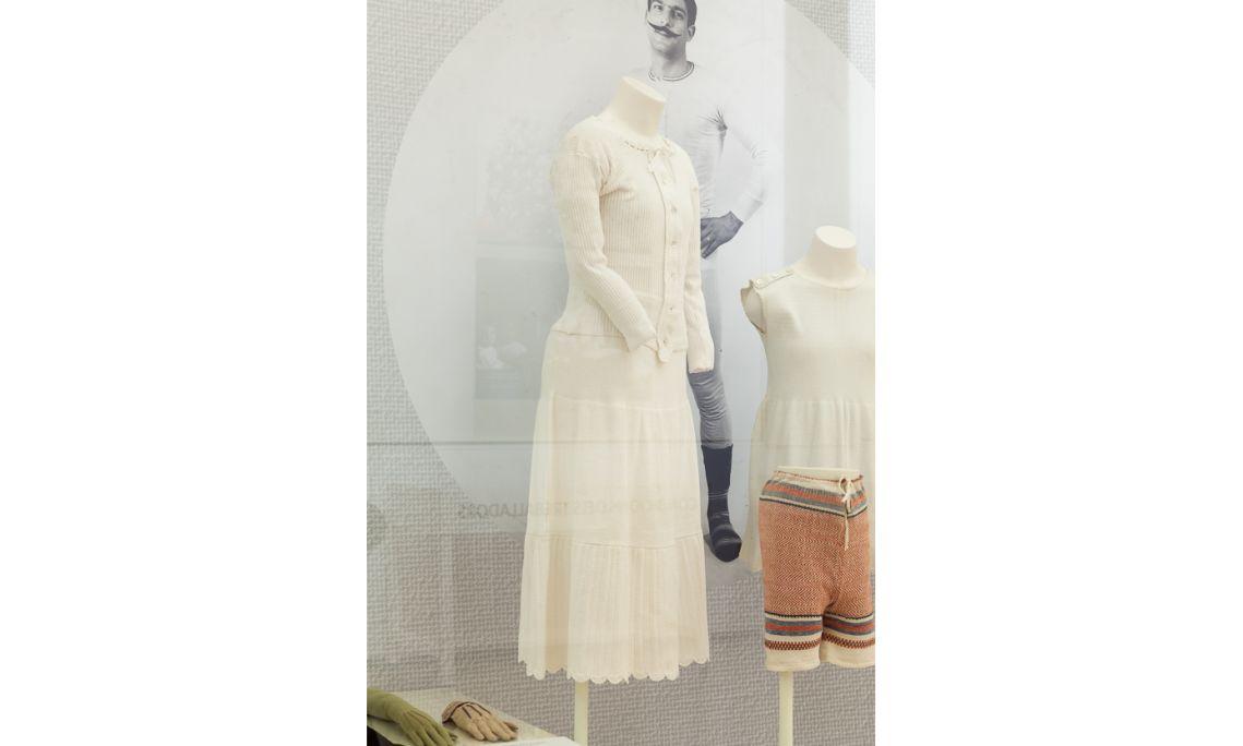 Ensemble de maillots de corps et combinaisons pour femme Premier quart du XXe siècle Mataró Photo: Eusebi Escarpenter. Musée de Mataró