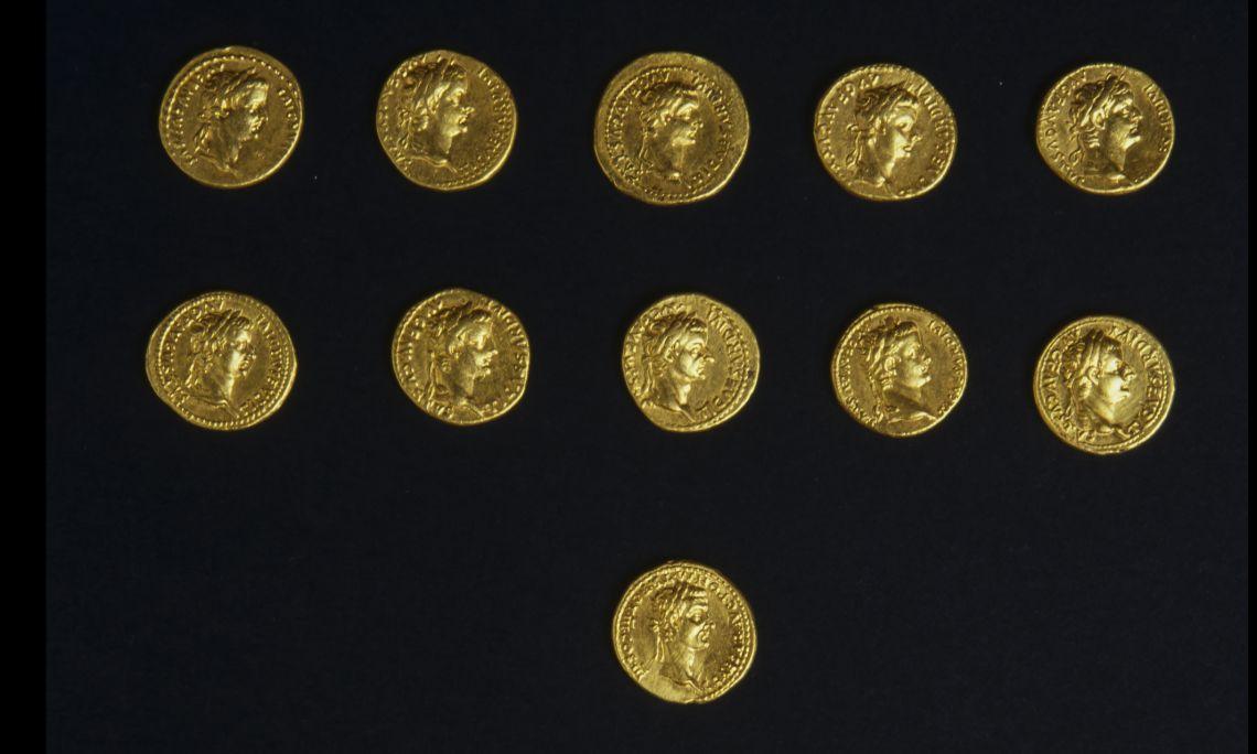 Tesorillo formado por 19 monedas de oro (aurei), siglo i dC. Procedente de la calle d'en Pujol, 43-45 Foto: Museu de Mataró
