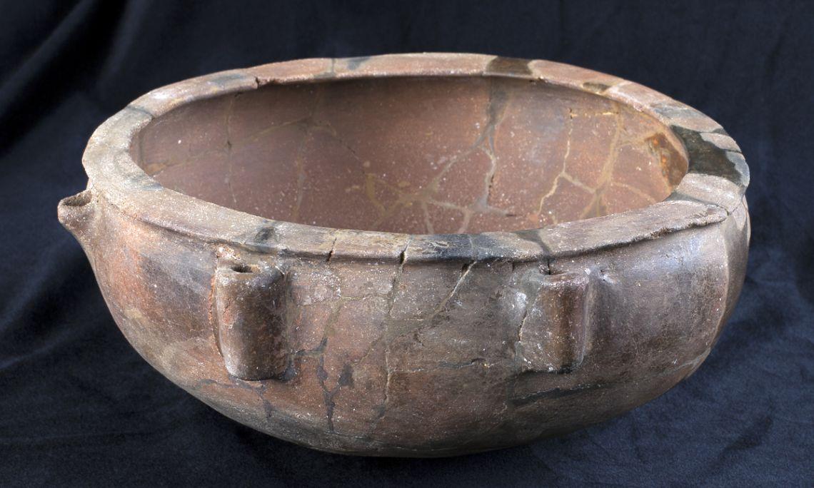 Cacerola, cerámica realizada a mano, La Bassa, Fonteta (Forallac, Baix Empordà), Neolítico pleno, 4200-3500a.C.