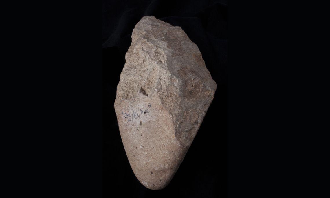 Pic del Montgrí, on a porphyry pebble, Cau del Duc (Torroella de Montgrí, Baix Empordà), Lower Palaeolithic, 300,000-120,000 BC