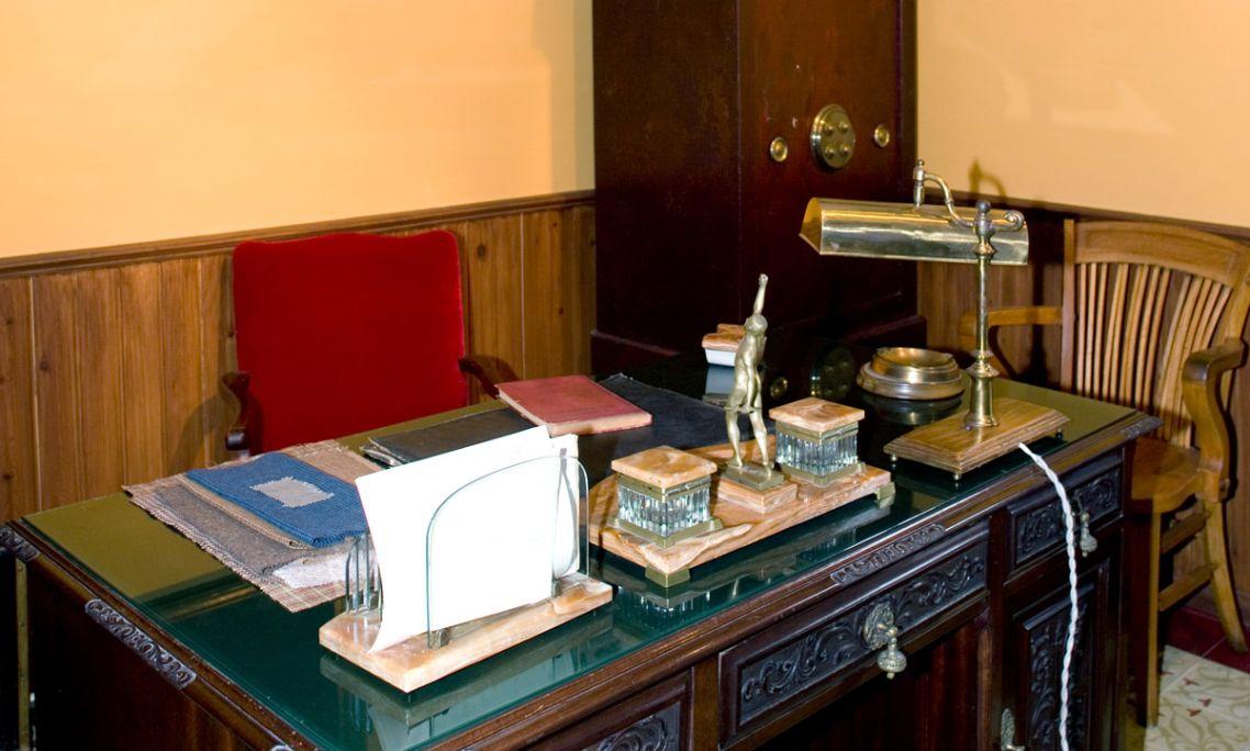 Bureau du maître de l'exposition «L'usine textile»