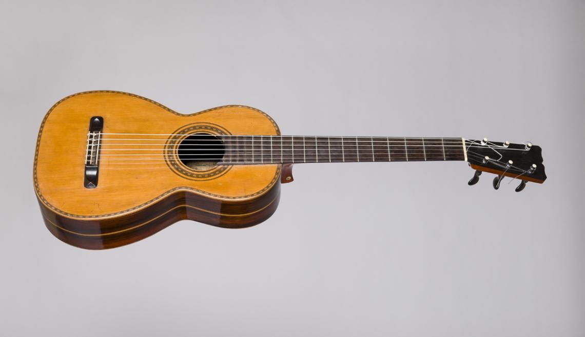 El museu exposa la guitarra que va pertànyer a Victòria dels Àngels. © Eduard Selva