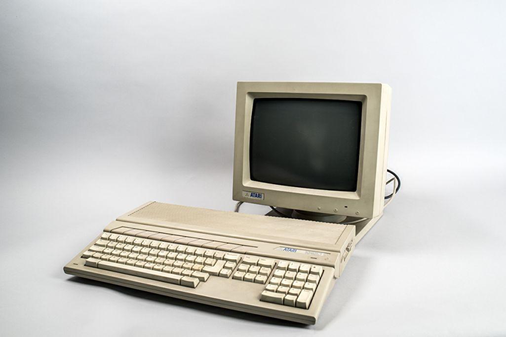 Ordenador Atari 1987 (Corea) MDMB 1519CC-BY Sara Guasteví