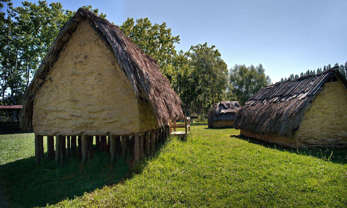 La cabana elevada mostra com vivien els habitants de la Draga (Arqueoxarxa, Josep Casanova)