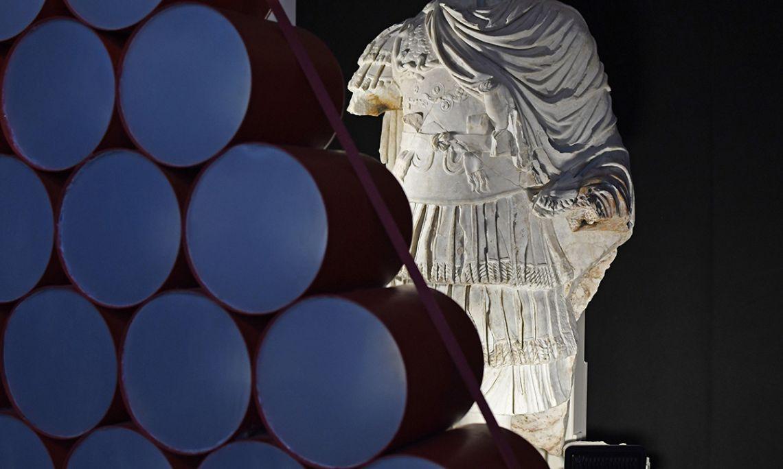 Estatua acorazada que formaba parte de la decoración del Teatro de Tárraco