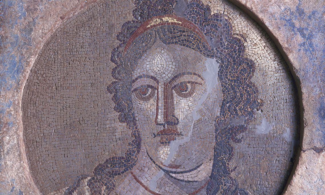 Mosaïque mural de Mnémosyne, déesse de la mémoire et mère des neuf muses