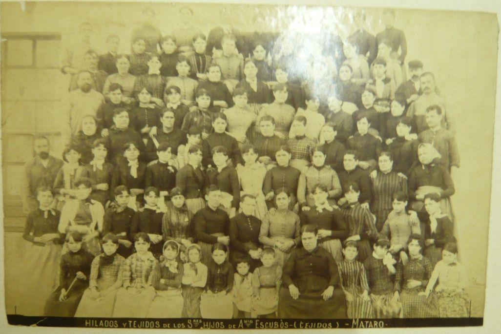 Trabajadoras de la sección de tejidos 1910 Fábrica de Hilados y Tejidos Hijos de Antonio Escubós Mataró Archivo de Imágenes de la Fundación Jaume Vilaseca