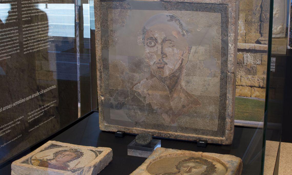 Mosaico parietal con representación masculina
