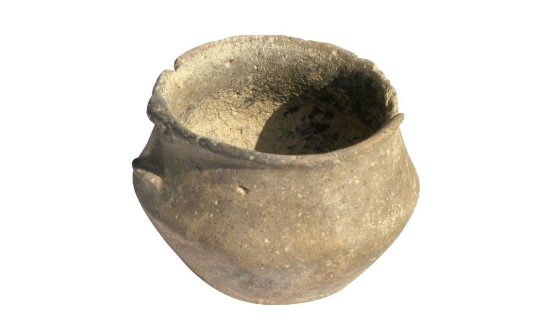 Tassa carenada feta a mà del jaciment prehistòric de l'Auditori.