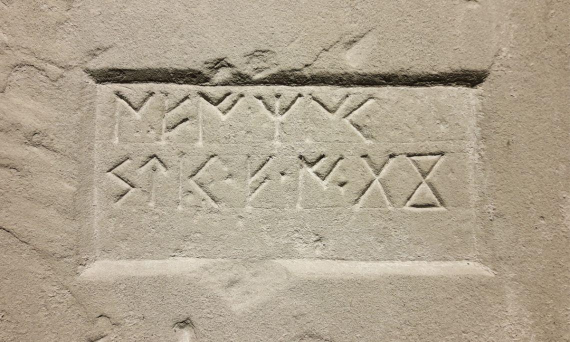 Estela funerària escrita en llengua ibèrica del segle I aC.