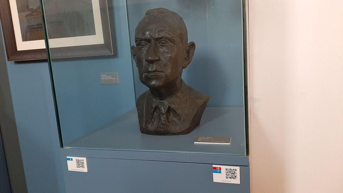 Bust de Salvador Espriu. Museu d'Arenys de Mar, núm. de registre 1479. Fotografia d'Irene Masriera.