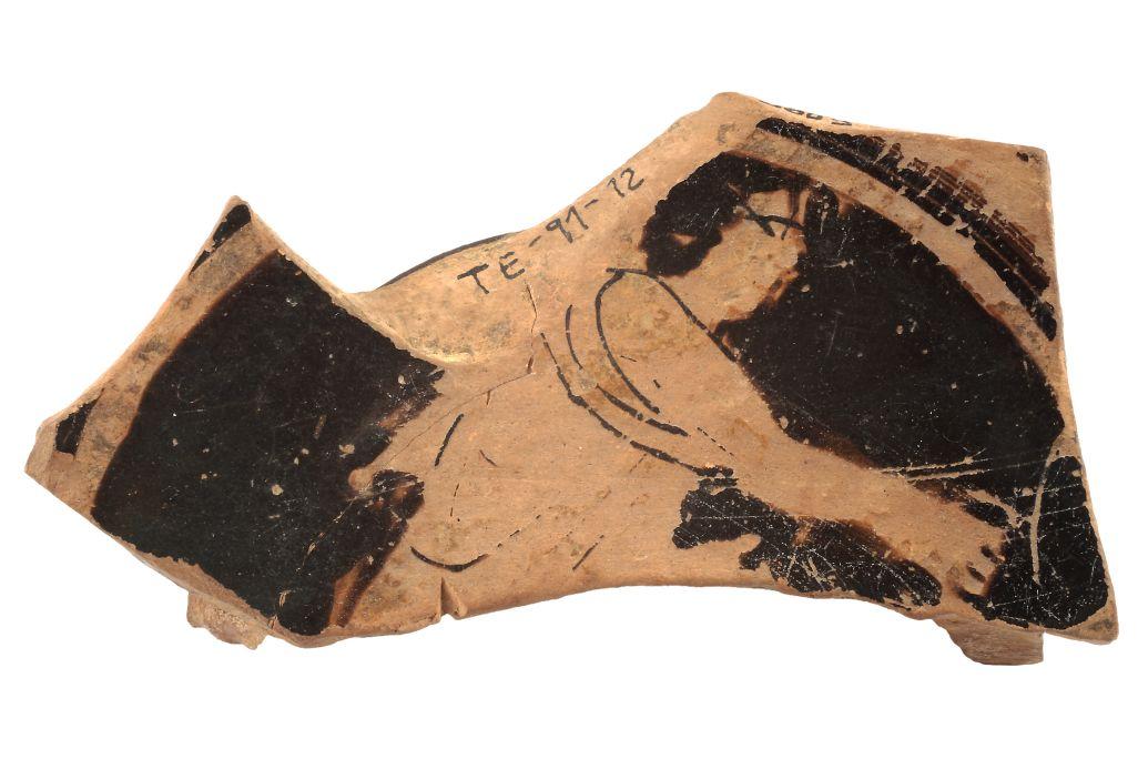 Fragmento de copa del poblado ibérico de la Torre de los Encantados, Arenys de Mar. Museo de Arenys de Mar, n.º de registro 3685. Fotografía de David Castañeda.