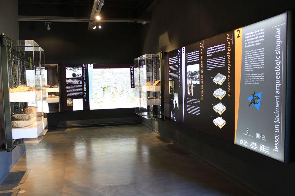 Espacio en la entrada al museo donde se propone al visitante viajar de Guissona a Iesso.