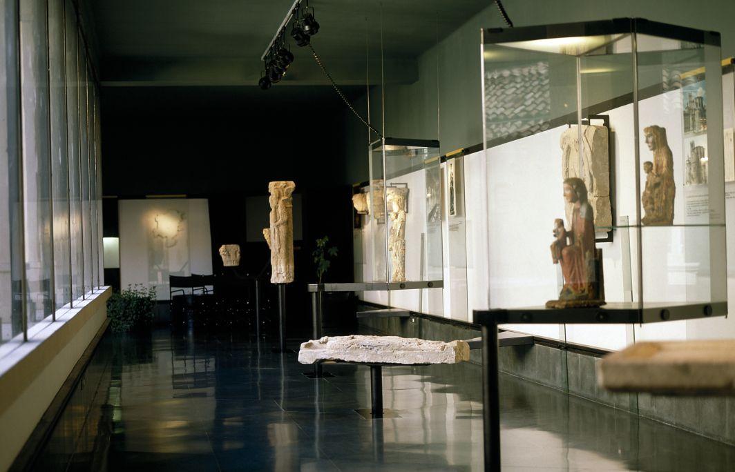 Vista generau dera sala d'art romanic, plaçada en sobreclaustre dera catedrau de Solsona.