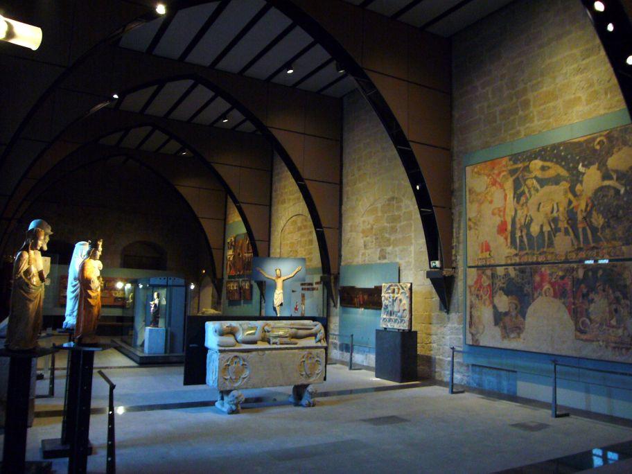 Vista general de la sala d'art gòtic.