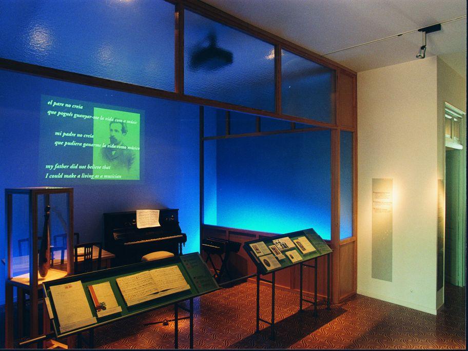 Commencement du parcours du musée, avec des audiovisuels de présentation de Pau Casals, la maison de Sant Salvador et ses premières années d'enfance à El Vendrell.